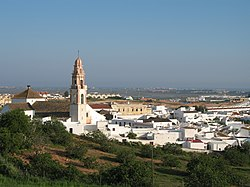 General view of the town and the San Salvador church