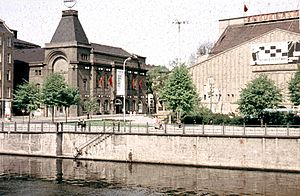 Friedrichstadt-Palast - View of the old Friedrichstadt-Palast (right) side of the river Spree