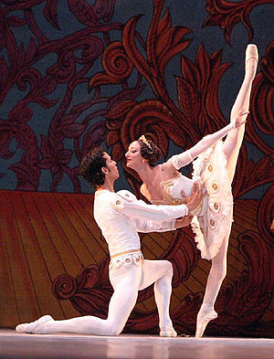 Arabesque (ballet position) - Arabesque penché