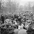 Begrafenis slachtoffers brand Bethaniendwarsstraat, grote belangstelling Oosterb, Bestanddeelnr 918-7666.jpg