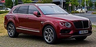 Bentley Bentayga - Image: Bentley Bentayga Diesel – Frontansicht, 24. Juni 2017, Düsseldorf