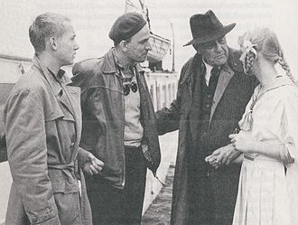 Gösta Ekman - L–R: Gösta Ekman, Ingmar Bergman, Victor Sjöström, and Lena Bergman during the filming of Smultronstället (1957).