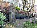 Betender Soldat Heidefriedhof.JPG
