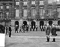 Bezoek Franse president en mevrouw Coty aan Amsterdam, aankomst Dam en inspectie, Bestanddeelnr 906-6068.jpg