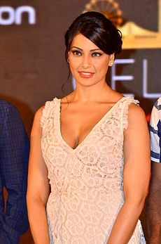 Bipasha iifa singapore press.jpg