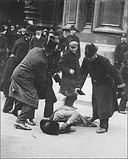 Black Friday, London, 18 November 1910, suffragette attacked.jpg
