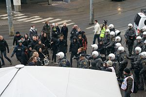2008–09 Oslo riots - Blitz activists standoff with police.