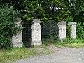 Bohnice, ústavní hřbitov, hlavní brána.jpg