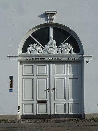 Brøste House - The gate