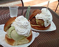 Brioche gelato con panna.jpg