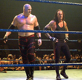 Kane (links) en The Undertaker (rechts)