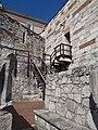 Budai Várnegyed, Lépcsők a Budavári Királyi Palota nagyterméhez, alatta a kőtár.JPG