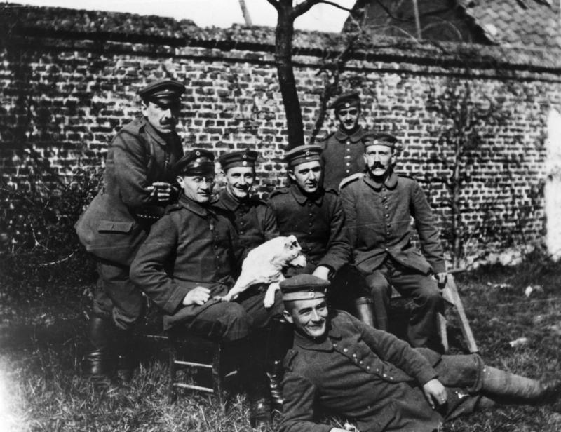 Bundesarchiv Bild 146-1974-082-44, Adolf Hitler im Ersten Weltkrieg.jpg