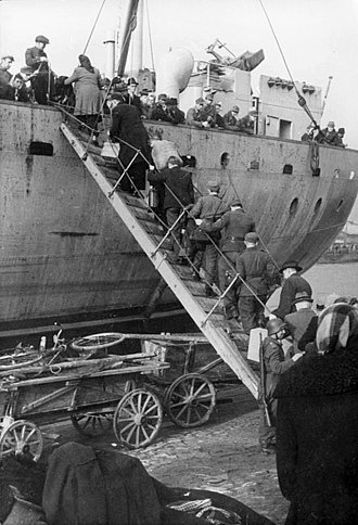 Ventspils - Latvian civilians fleeing Red Army 1944