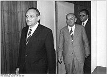 Bundesarchiv Bild 183-L0629-0301, Berlin, Besuch Egon Bahr bei Otto Winzer.jpg