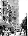 Bundesarchiv Bild 183-T0613-0312, Frankfurt-Oder, Wohnhäuser, Ladenzeile.jpg