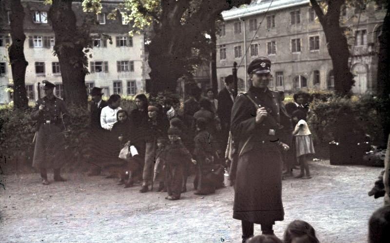 Bundesarchiv R 165 Bild-244-52, Asperg, Deportation von Sinti und Roma