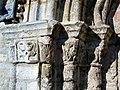 Bury (60), église Saint-Lucien, portail sud-est, chapiteaux à gauche.jpg