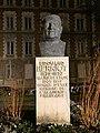 Bust of Édouard Herriot (Lyon) de nuit.jpg
