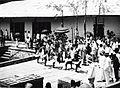 COLLECTIE TROPENMUSEUM Alfuru dans in een haven op de Molukken TMnr 60018577.jpg
