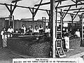 COLLECTIE TROPENMUSEUM Het stapelen van tabak in de fermenteerschuur op de onderneming Two Rivers van de Senembah Maatschappij TMnr 60024782.jpg