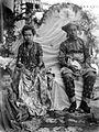 COLLECTIE TROPENMUSEUM Huwelijk tussen de broer van de raja van Bitjara en de nicht van de sultan van Bima Sumbawa TMnr 10002999.jpg