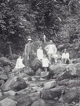 COLLECTIE TROPENMUSEUM In het oerwoud op de Talang-vulkaan Indaroeng Padangsche Bovenlanden West-Sumatra. TMnr 60038718