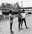 COLLECTIE TROPENMUSEUM Jongens op straat met op de achtergrond de Jam Gadang TMnr 20000156.jpg