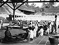 COLLECTIE TROPENMUSEUM Theesorteerders van de theefabriek Paratan Salak TMnr 60012380.jpg