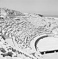Caesarea. Gezicht op het publieksgedeelte (cavea) en de orchestra van het romein, Bestanddeelnr 255-2650.jpg