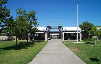 Stockdale High School (Bakersfield, California) - Image: Campus entrance 2