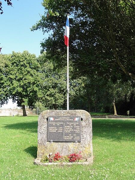 Capelle (Nord, Fr) monument aux morts