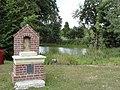 Carville-la-Folletière (Seine-Mar.) oratoire de l'étang.jpg