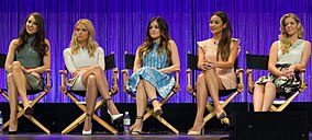 Le cast de la série Pretty Little Liars en 2014 à la Paley Fest