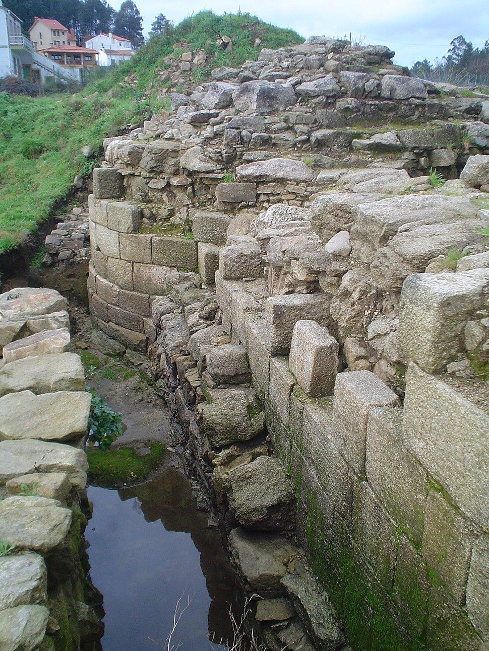 Castelo da rocha forte Torreón e muro oeste