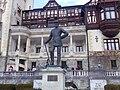 Castelul Peleș, statuia lui Carol I - vedere frontala.jpg