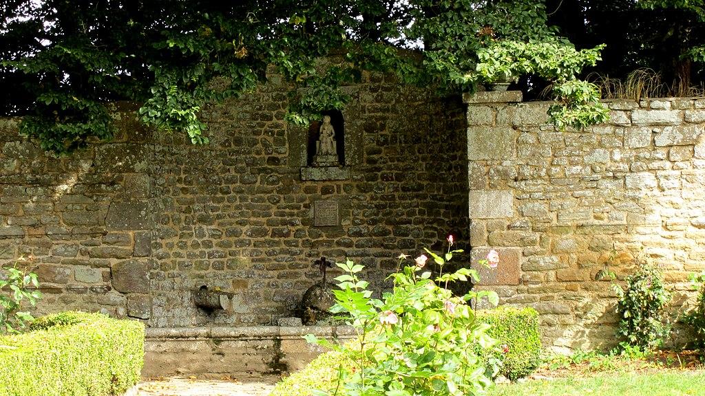 File:Château de Tocqueville - Petit jardin de devant.JPG ...
