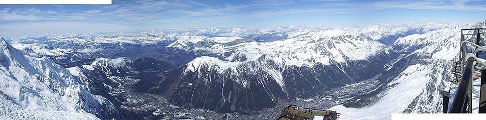 Chamonix Valley Panorama.jpg