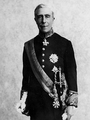 English: Formal portrait of Sir Charles Bathur...
