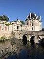 Chateau-selles-sur-cher-pavillon-bethune-porte-carillon-douves.jpg