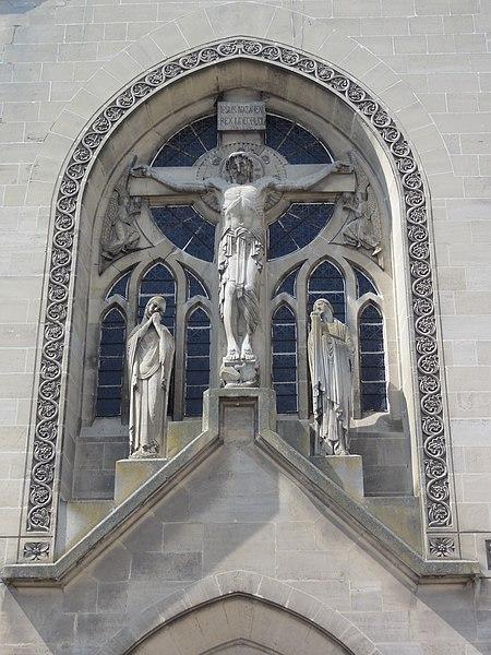 Chauny (Aisne) église Saint-Martin calvaire de façade