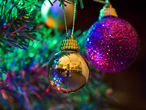 Christmas tree (detail) (11392553123).jpg
