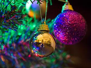 Christmas tree (detail) (11392553123).jpg