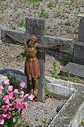 Cimetière de Lodelinsart - tombe anonyme avec Christ rouillé - 03.jpg