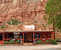 Cliff Dwellers Restauant, Navajo Nation, AZ 9-15 (21193348304).jpg