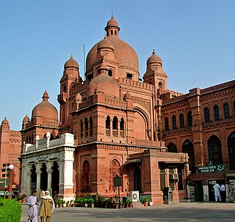 The Mall, Lahore - Image: Close view of Lahore Museum