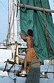 Collectie NMvWereldculturen, TM-20020644, Dia, 'Man in de weer met een zeil aan boord van een Buginese prauw in de haven Sunda Kelapa', fotograaf Henk van Rinsum, 1980.jpg