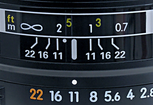 English: DOF scale detail on a Nikon lens
