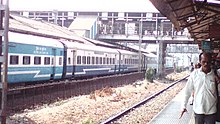 Dadar Jalna Jan Shatabdi Express at Thane Station.jpg