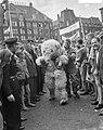 Dam tot Dam race , eerste dag, persoon in berenpak, firma Gouda en zoon te Amst…, Bestanddeelnr 910-6140.jpg